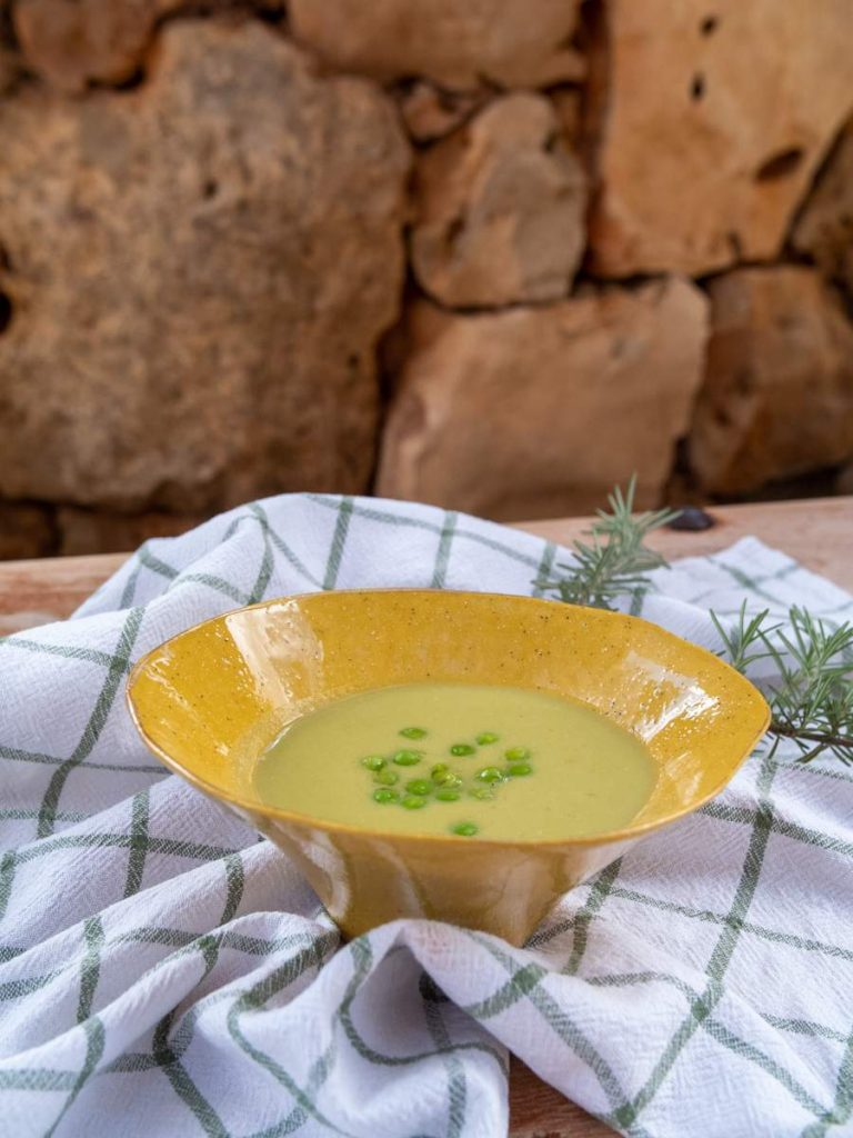 Crema de guisantes con manzana verde